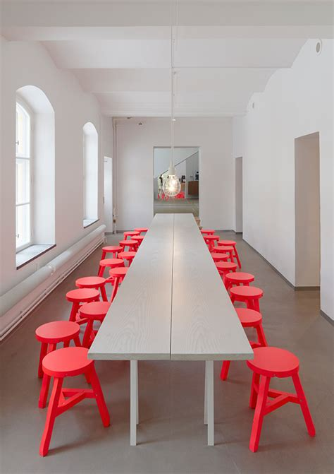 confident  color   integrate red chairs