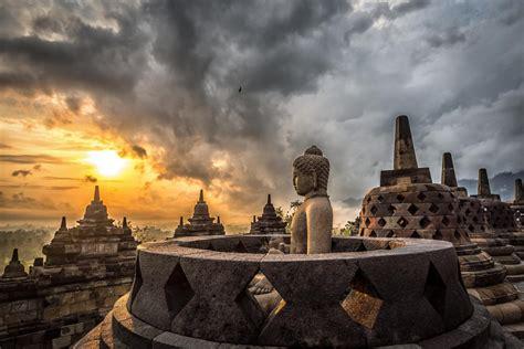 destinasi wisata indonesia terbaik  wajib dikunjungi