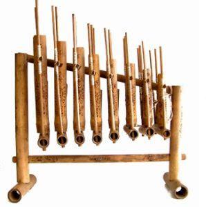 Selain garantung masyarakat dayak juga menyebutnya dengan gong dan agung. Sejarah Alat Musik Angklung Jawa Barat - Sejarah Lengkap