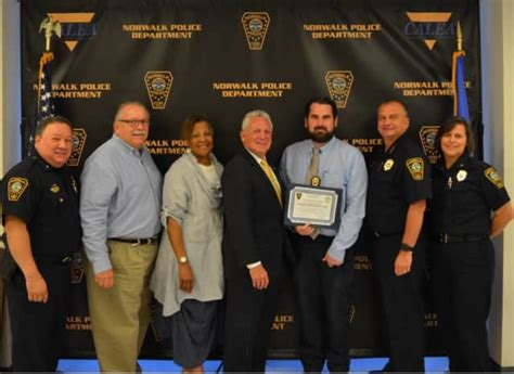 norwalk probation officer awarded  helping  locate