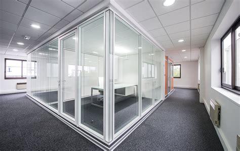 cloison aluminium bureau les cloisons de bureau vitrées toute hauteur espace