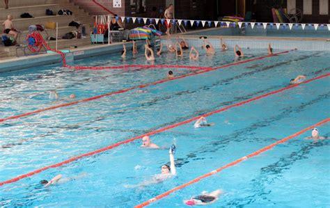 les clayes sous bois la r 233 ouverture de la piscine report 233 e le parisien