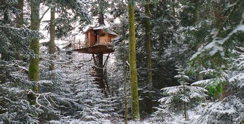 chalet dans les arbres vosges louer une cabane dans les arbres vrais chalets suspendus dans les arbres location h 233 bergement