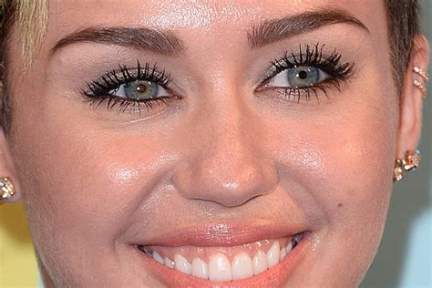 miley cyrus eye color miley cyrus vs grande whose are prettier