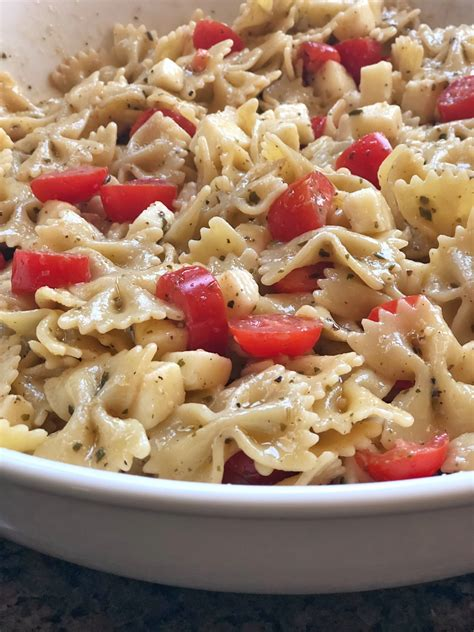 Pasta salads are perfect for lunchboxes, picnics and barbecues. The BEST Easy Caprese Pasta Salad - Instrupix