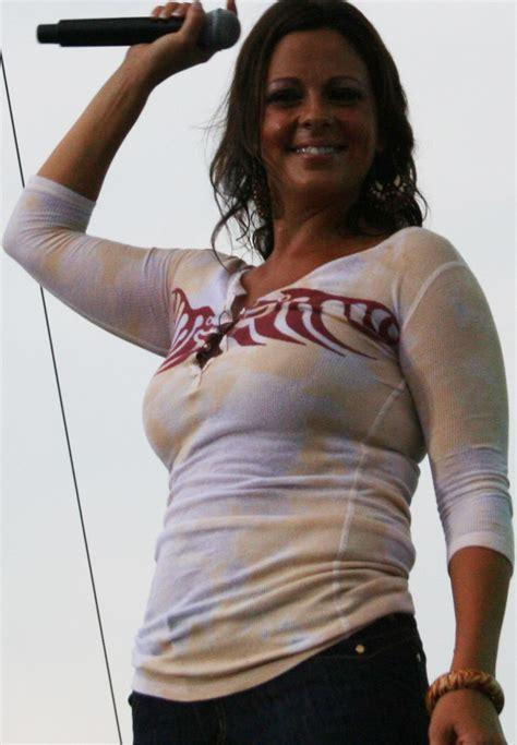 Sara Evans Body Measurements - Celebrity Bra Size, Body ...
