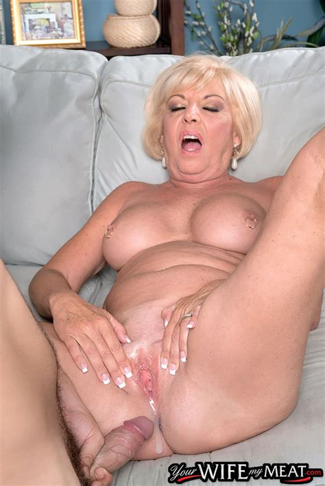 Blonde Mom Scarlet Andrews Hard Fucked By The Son In Crazy