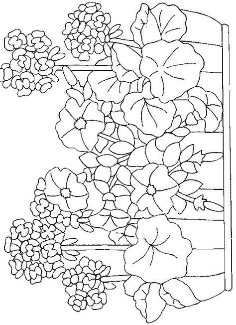 Petunia Kleurplaat by Coloriage Fleurs Et Plantes Assistantes Maternelles
