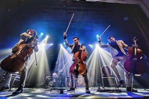 Pieci mūziķi uz skatuves koncertprogrammā