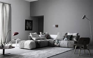 canape gris 50 designs en nuances grises pour votre salon With tapis champ de fleurs avec canape angle avec pouf