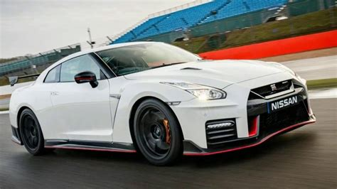 2017 Nissan Gt R Nismo Review 0-60 Mph In 3.0 Seconds