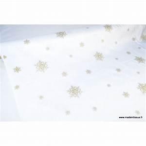 Nappe Blanche Tissu : tissu flocons or nappes de noel x 1m tissu fantaisie creavea ~ Teatrodelosmanantiales.com Idées de Décoration