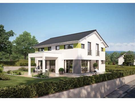 Häuser Mit Satteldach Und Garage by Einfamilienhaus Mit Hohem Kniestock Traumh 228 User Haus