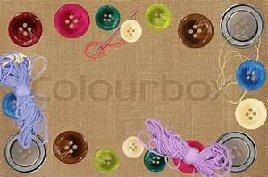 Stoff Auf Stoff Nähen : helle n hen kn pfe und nadeln auf grauen stoff stockfoto ~ Lizthompson.info Haus und Dekorationen