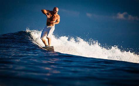 5 spot surfing terbaik di indonesia bagi pemula sewarga