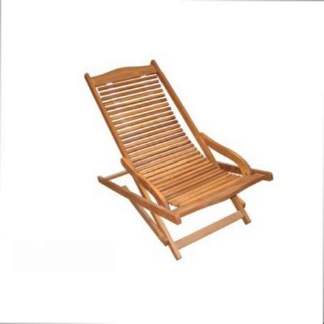 peindre chaise en bois peindre une chaise en bois idée intéressante pour la