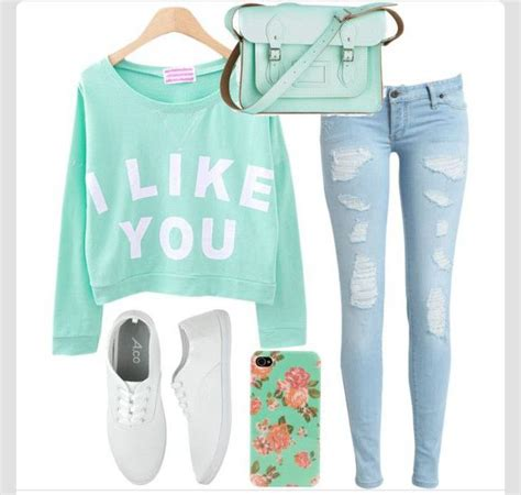2018 Cute Valentineu2019s Day Outfits For Teen Girls u2013 28 Ideas | High school Sweatshirt and Clothes