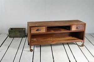 Meuble Industriel Vintage : personnalisez votre salon avec le meuble tv industriel ~ Teatrodelosmanantiales.com Idées de Décoration