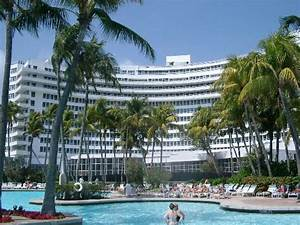 la piscine photo de fontainebleau miami beach miami With piscine de la faisanderie fontainebleau