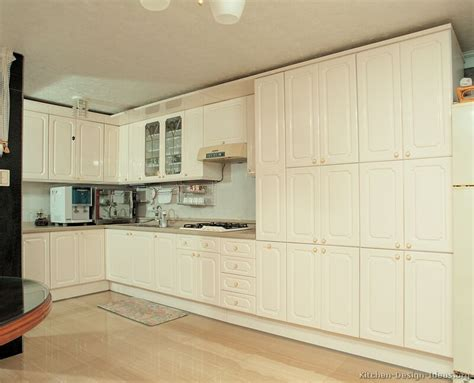 white or cream kitchen cabinets pictures of modern cream kitchens quicua com