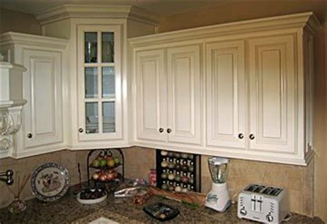 pictures of crown molding on kitchen cabinets kitchen cabinets molding at bottom of cabinets 9717