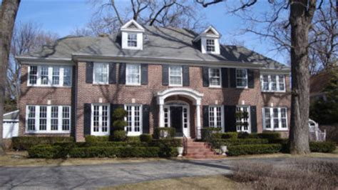 where is the home alone house located photos home alone house sells for 1 585 million 46796