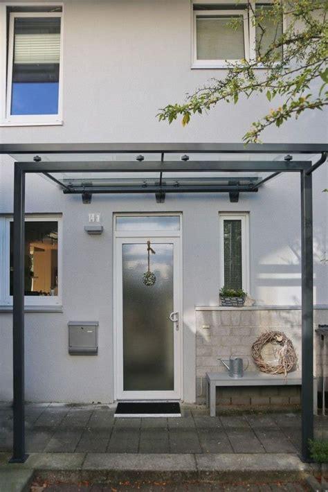 haus mit vordach modernes vordach aus glas und stahl
