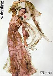 Anjelica Huston Models for Valentino. - Paperblog