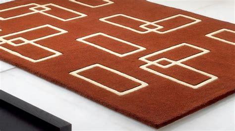 chaise bureau turquoise tapis 100 marron et beige avec formes géométriques