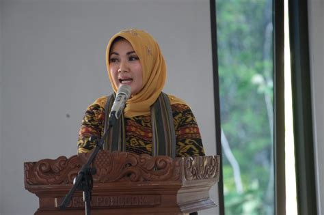 menteri pembangununan luar bandar malaysia kunjungi umbul