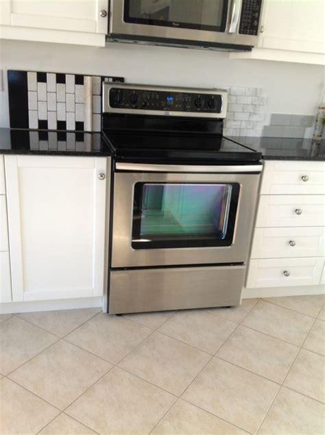 should kitchen tile backsplash be similar to floor tiles