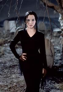 Christina Ricci Image As Morticia Addams Goes Viral