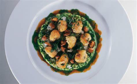 cuisiner les cuisses de grenouilles cuisses de grenouille à la meunière risotto au vert