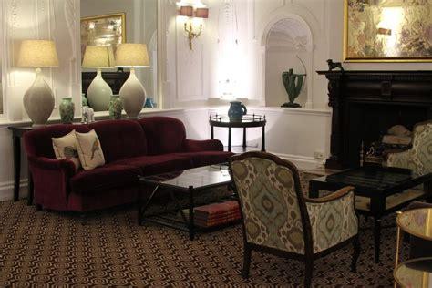 canape anglais tissus deco photo aubergine et hotel chic et haut de gamme