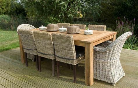 table de jardin ronde en bois avec plateau tournant