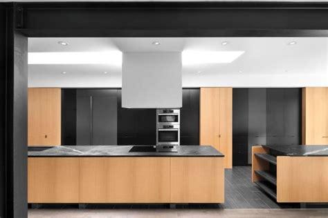 decoration cuisine noir et blanc decoration cuisine mélangez le noir le blanc et le bois