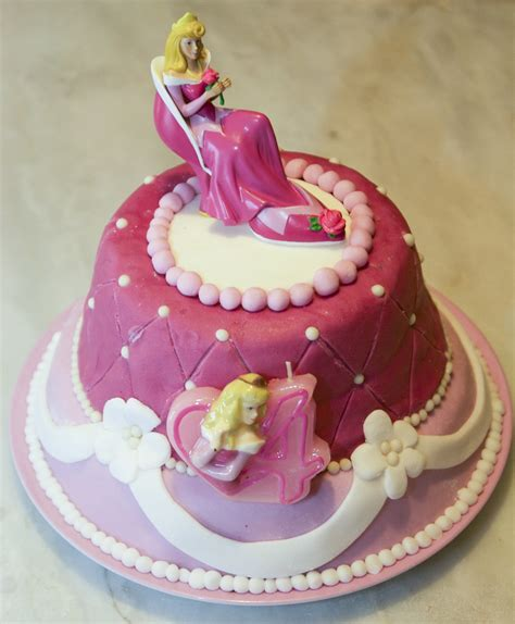 decoration gateau anniversaire fille princesse les g 226 teaux d anniversaire et la d 233 coration en p 226 te 224 sucre les d 233 lices d anais