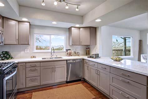 grey shaker kitchen cabinets shaker gray maple icraftkitchen 4088