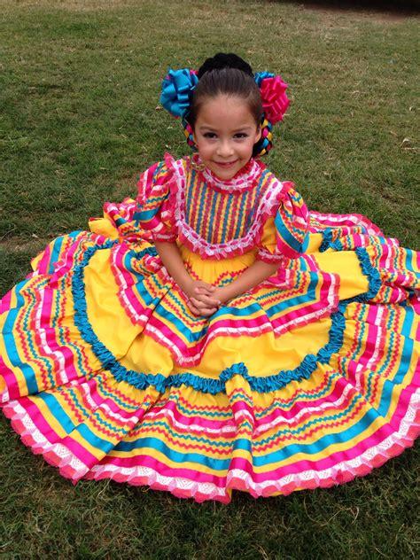 Ballet folklórico dress origin is from Jalisco Mexico