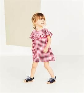 trendy dcouvrez chaque semaine et achetez en ligne la With tapis chambre bébé avec robe imprimé fleuri zara