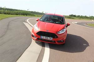 Ford Fiesta St Line Moteur : photos ford fiesta 5 st ~ Maxctalentgroup.com Avis de Voitures