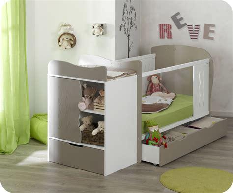 chambre de bebe original lit bébé évolutif jooly et blanc