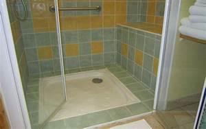 douche ultra plate sans seuil avec banquette et barre d39appui With porte d entrée alu avec poste de radio salle de bain