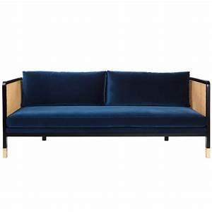 Canapé Bleu Marine : grand canap cannage velours bleu marine arne concept ~ Teatrodelosmanantiales.com Idées de Décoration