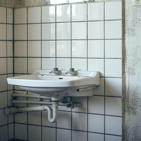 cache tuyau salle de bain les solutions pour cacher des tuyaux apparents dans une salle de bains