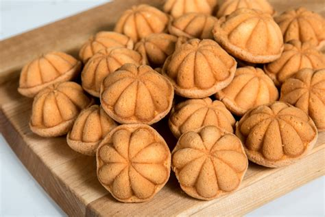 gambar 10 gambar bunga pin kuih bahulu recipe easy asian recipes rasamalaysia