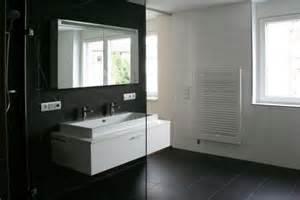 schwarz wei fliesen bad kreative deko ideen und innenarchitektur - Beispiele Modernes Wohnen Schlafzimmer Boxspringbett Leder