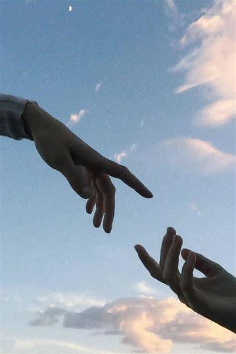 wallpaper aesthetic pegangan tangan