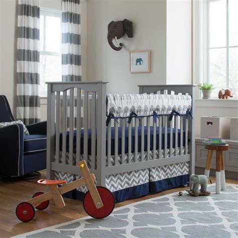 chambre bébé gris et bleu chambre bleu et gris idées déco en tons neutres et froids