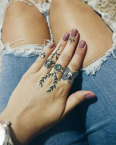50 Eye-Catching Finger Tattoos That Women Just Can't Say